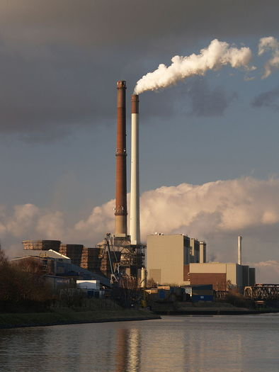 PHOTO: Supporters of limits on carbon pollution say the public will enjoy significant health benefits as a result of burning less coal. Detractors say new limits will slow the economy. Both sides weigh in at EPA hearings this week across the U.S. Photo credit: Arnold Paul / Wikimedia.
