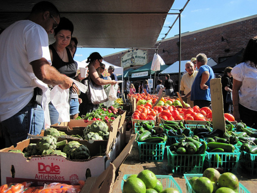 """PHOTO: It's """"National Farmers Market Week"""" in New Mexico and across the nation, promoting the fresh foods available to consumers and the economic benefit to farmers. Photo courtesy U.S. Dept. of Agriculture"""