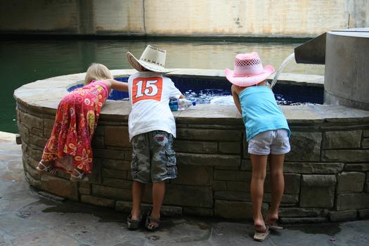 FOTO: Un nuevo estudio detect� que casi 900 mil ni�os de Texas carecen de seguro m�dico, aunque la tasa baj� ligeramente en a�os recientes. Cr�dito de la foto: Ken/Flickr.