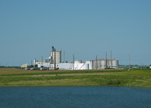 PHOTO: Iowa accounts for a quarter of the nation's annual ethanol fuel production, and a new poll demonstrates voters on both sides of the aisle support the use of cleaner fuels and renewable energy. Photo credit: Jeff Easter/Flickr.