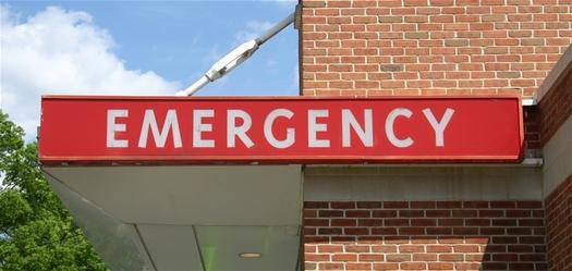 FOTO: Menos miembros del Oregon Health Plan están viendo este letrero. Las visitas a las salas de emergencia por Medicaid bajaron 21 por ciento, de acuerdo a un reporte estatal reciente. Crédito de la foto: Chris Bradshaw/FeaturePics.com.