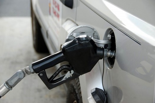 PHOTO: Gas prices may be low, but a new survey shows consumers don�t believe prices will stay that way and they want their next car or truck to get better gas mileage. Photo courtesy of publicdomainpictures.net