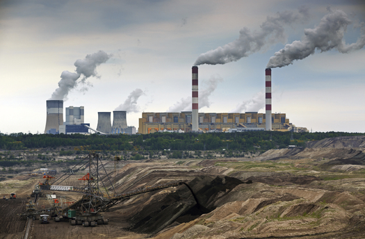 Coal-fueled power plant near mine. Credit: iStockphoto.