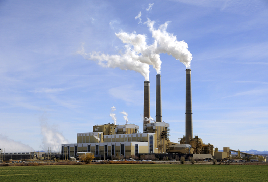 The American Lung Association says reducing pollution from coal power plants will mean an improvement in public health. Credit: helt2.