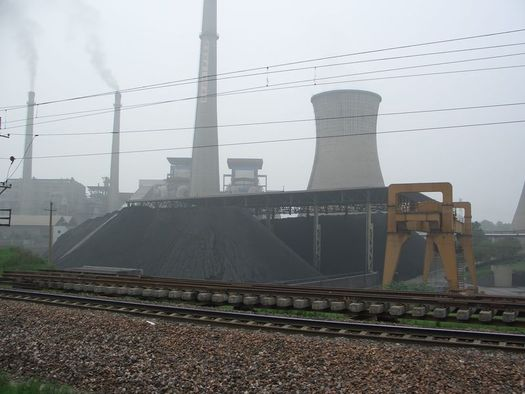 The use of coal by Chinese power plants fell last year and looks likely to keep falling. Observers say the government there wants to clean its notoriously dirty air. Photo by Tobias Brox/Wikimedia.