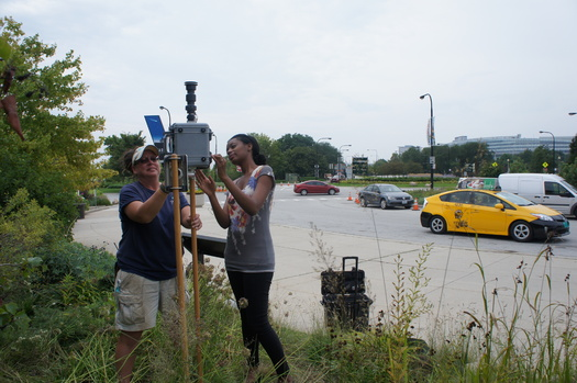 Chicago volunteers help with an air monitor to measure diesel emissions. Credit: ELPC