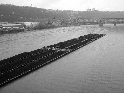4,800 tons of coal ash a day would travel by barge on the Ohio and Monongahela Rivers. Credit: Dave Gingrich/Wikimedia Commons