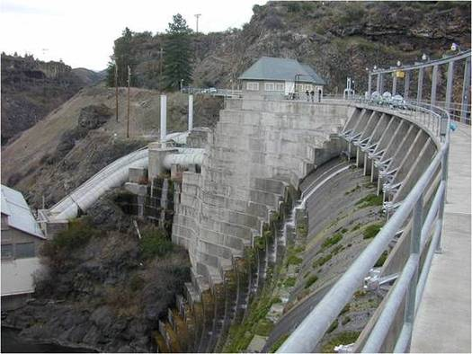 The Copco 1 Dam near Hornbrook, Calif., is among four to be removed on the Klamath River if Congress approves the Klamath Basin Restoration Agreement. Credit: U.S. Fish and Wildlife Service