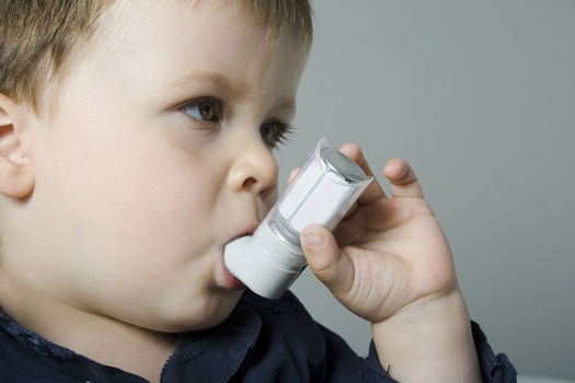 Overall, asthma rates are dropping among youth in the U.S., but the opposite is true for country's poorest children. (iStockphoto)