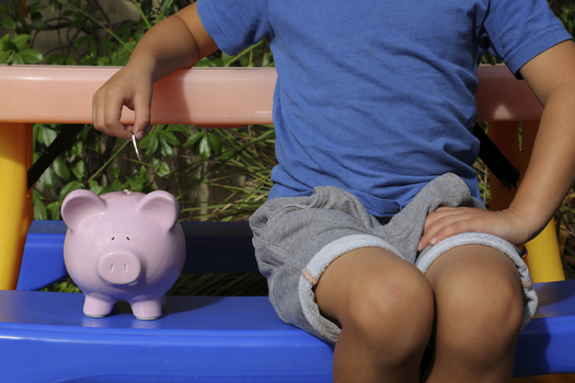 Children's advocates are calling for new federal policies to help low-income families save for their futures. (iStockphoto)