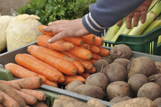 Eight Minnesota farmers markets are matching the SNAP benefits of low-income shoppers up to $10 when they purchase healthy foods. (iStockphoto)