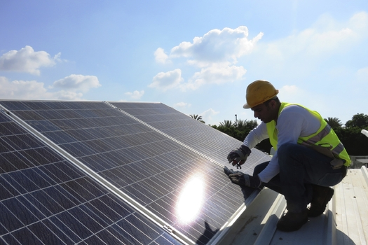 New research shows North Dakota stores have lots of potential to save money and curb pollution by using rooftops of commercial buildings for solar power. (iStockphoto)