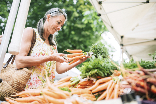 The Minnesota Farmers Union is supporting plans to provide low-cost loans and grants to bring more farmers and mobile food markets to greater Minnesota. (iStockphoto)