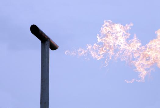Un nuevo reporte afirma que las reglas propuestas por el BLM para Nuevo M�xico con el fin de frenar el escape y la quema de metano en tierras p�blicas, beneficiar�n tanto al medio ambiente como a las arcas del estado. (iStockphoto)