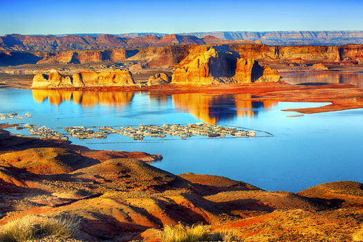 A proposed water pipeline would transfer 86,000-acre feet of water a year from Lake Powell (above) for water customers in southwestern Utah. (JodiJacobson/iStockphoto)