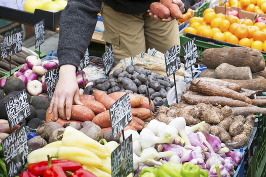 With fewer grocery stores in the state, Minnesota anti-hunger advocates are pushing for more funding for farmers and mobile food markets. (iStockphoto)