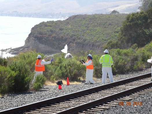 Workers toss bags of contaminated soil up from the beach after the oil spill at Refugio in May 2015. (Ashley Blacow/Oceana)