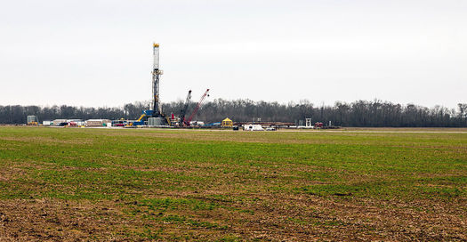 Homeowners are concerned about the environmental and health effects of fracking. (Daniel Foster/Wikimedia Commons)