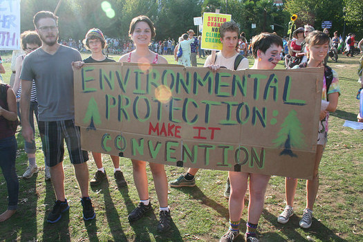 Groups are calling on the Democratic Party to take stronger stances on environmental protection in the party's platform. (Sarah Mirk/flickr)