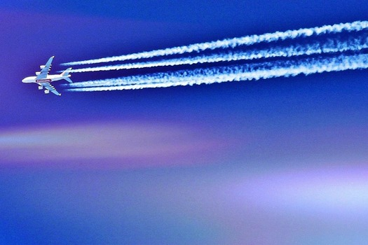 The EPA says that without action, airplanes will emit 43 gigatonnes of greenhouse gas pollution by 2050. (Pixabay)