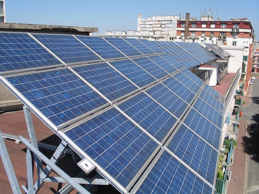 Solar power should be accessible to apartment dwellers and low-income New Yorkers. (cverkest/pixabay.com)