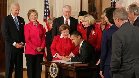 The namesake behind the Lilly Ledbetter Fair Pay Act (seen here with President Obama in 2009) has a warning for Florida women. (whitehouse.gov)