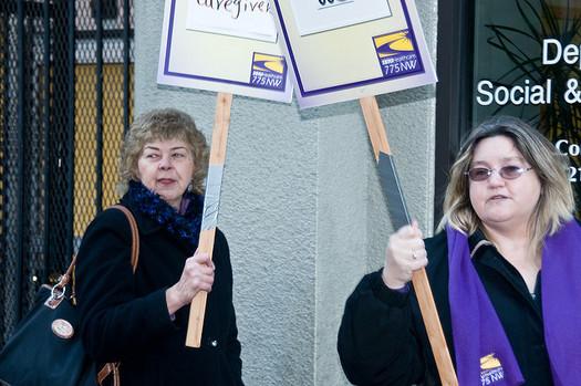 Los proveedores de cuidados de la salud a domicilio en el Estado de Washington negociaron un nuevo contrato.(Luke McGuff/flickr)