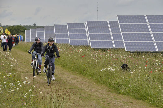 Low-income New Yorkers face barriers to participation in shared renewable energy projects.  (MrRenewables/Wikimedia Commons)