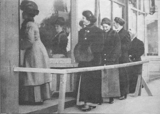 Women gained the right to vote in 1910. Above, women voting in a recall election of the Seattle mayor in 1911. (Seattle Public Library/Wikimedia Commons)