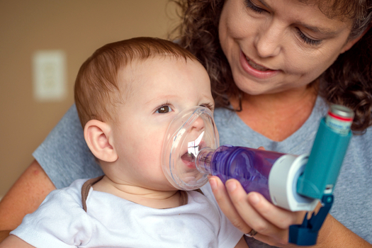 A new report says more than 144,000 Texas children will experience asthma attacks from oil and gas pollution by 2025. (RobHainer/iStockphoto)