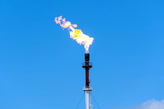 Un nuevo reporte dice que las operaciones de petr�leo y gas en las tierras p�blicas de la Universidad de Texas, son una gran fuente de emisiones de gas metano. (bashta/iStockphoto)