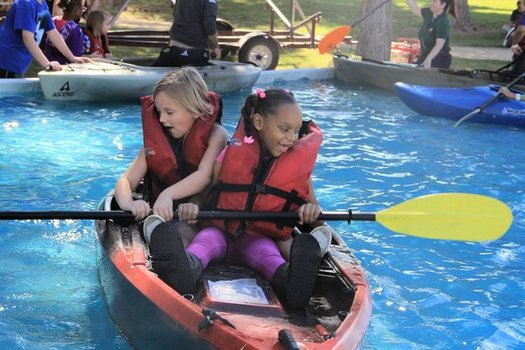 """Kids learn to kayak at the """"Get Outdoors Nevada"""" event in 2015. (Outside Las Vegas Foundation)"""