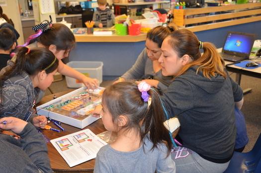 Los programas para despu�s de clases permiten a los peque�os ampliar lo que aprendieron durante el d�a, de una manera pr�ctica. (School�s Out Washington).