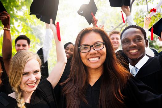 Un estudio reciente revela que los estudiantes afro-americanos y los latinos est�n significativamente sub-representados en las principales universidades p�blicas de investigaci�n del pa�s. (RawpixelLtd/iStockphoto)