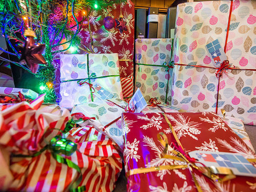 As Maine shoppers hunt for gifts for the kids in their lives, a new report urges caution when buying children's toys. (James Petts/Wikimedia)