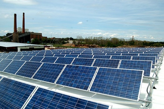 Midwestern states are being called on to follow Illinois' lead after a sweeping renewable-technology bill was recently signed into law. (elpc.org)