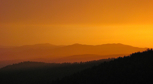 """Conservationists say the views of the Smoky Mountains provide a """"looking glass"""" into how far we've come in improving air quality. (Jim Brekke/flickr.com)"""
