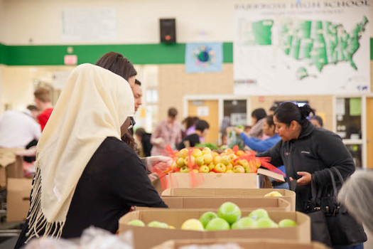 Food banks in Oregon want members of the immigrant and refugee community to feel safe in their pantries. (Oregon Food Bank)