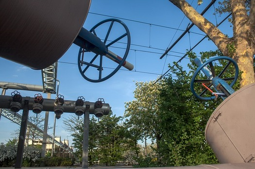 Plugging natural gas leaks from pipelines and well sites is creating jobs and reducing climate pollution. (Pixabay)