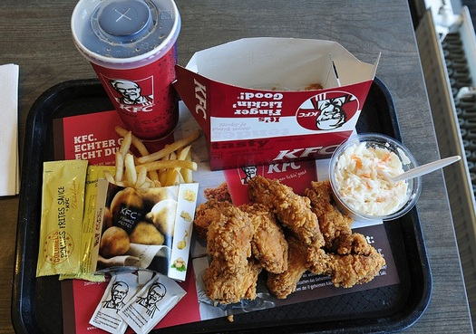 Global fast food giant Kentucky Fried Chicken has committed to no longer purchasing chicken raised on antibiotics by 2018. (Ralf Roletschek/Wikimedia Commons)