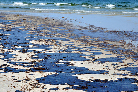 Oil-soaked beaches were familiar sights on the Texas coast in 2010 after the Deepwater Horizon explosion. (dehooks/iStockphoto)