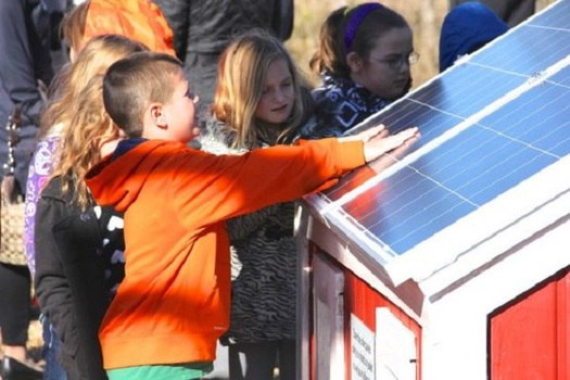 Energy harnessed from the sun is growing in popularity in Illinois. (ruralsolarstories.org)