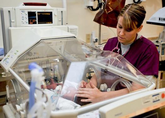 Nurses say optimal staffing levels improve patient outcomes. (travisdmchenry/Pixabay)