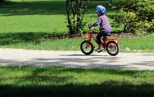 Experts encourage parents to make sure their kids wear a helmet when biking, but also to learn the rules of the road. (Pixabay)