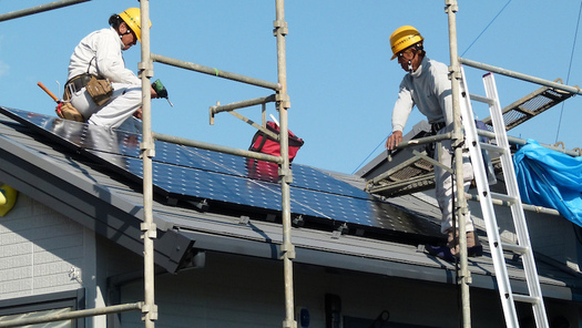 The analysis says distributed solar power in New York can grow by nearly 13,000 megawatts by 2030. (Bernd/Flickr)