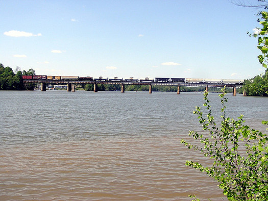 Evidence of cancer-causing chemicals has been found downstream of Duke Energy power plants in North Carolia. (Momkay/Flickr)