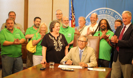 Gov. Jay Inslee at his last contract signing session with the state worker's union in 2015. (Laura Reisdorph/Washington Federation of State Employees)