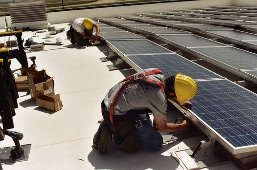 A recent study by the Energy and Policy Institute showed that rooftop solar has generated 260,000 jobs in Arizona in recent years.(MT Aero)