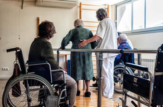 Nursing home deaths prompt new rules by Florida Governor (Salvador Altimir/Flickr)