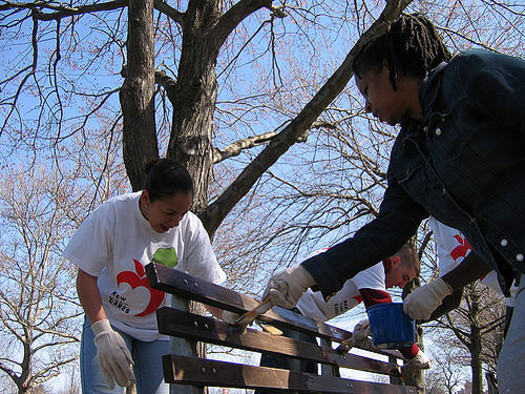 Tennessee Promise students are required to perform at least eight hours of community service each semester. (Jorge Quinteros/Flickr)
